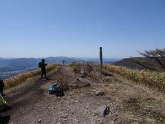 中蒜山に登頂。山頂は広々としていました。