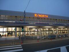 朝のまだ暗い時間帯に伊丹空港へ。 といっても時刻は6:30過ぎなのでめちゃくちゃ早いというわけでもないかな。