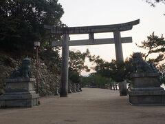 ●厳島神社@宮島  小さい頃から、宮島へは何度も家族旅行で訪れた思い出の場所です。 10回近くは来ていると思うのですが、ここまで人がいないのは初めてです。