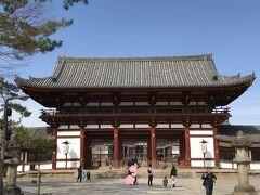 東大寺南大門から、以前は中に入りましたが・・ 今回は密を避けたお散歩が主目的なので、スルーしました。