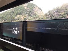 @西金駅  ホキが沢山留置されている西金駅に到着。  機関車牽引による砕石(バラスト)輸送は廃止される予定なのでこの貨車も見納めでしょうか・・・  ・JR東日本プレスリリース 新型砕石輸送気動車および事業用電車の投入について https://www.jreast.co.jp/press/2020/20210119_ho01.pdf