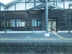 @玉川村駅  〇〇市という駅名は割と多いですが、〇〇村という駅名は少ないかも……  実はこの玉川村駅、所在地は茨城県・常陸大宮市にあり、市町村名と乖離している駅名です。  では、何故「村」がつくのか・・・? 調べてみると、1955年の市町村合併で消滅していた村名でした。  ちなみに、福島県にも玉川村があり(こちらは現存)、なんと水郡線沿線(笑)  川辺沖駅と泉郷駅が福島県・玉川村にあります。 (玉川村駅から2時間くらいかかります....)