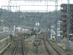 2021.03.20 大和西大寺ゆき準急列車車内 奈良線に乗り換える。東生駒に隣接した車庫には…