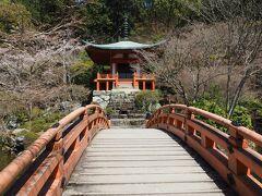 朱塗りの弁天堂 ここは紅葉の名所です。