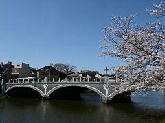 路線バスで浅野川大橋に来ました。