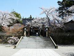 どんどん歩いていると神社が現れました。