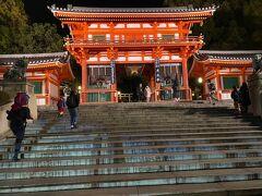八坂神社  バスで八坂神社まで。