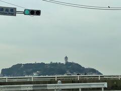 車の中から江の島を眺めます。  次回はゆっくり鎌倉に泊まって久しぶりに江の島神社詣でに行きたいところ。例年行っていた頃を懐かしく思い出しました。