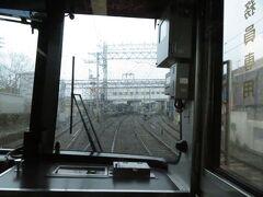 2021.03.21 淀屋橋ゆき特急列車車内 やはり雨が降っており、前面展望は絶望的である。丹波橋で緩急接続。