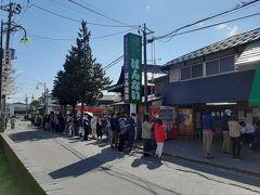 喜多方ラーメンを代表するお店、坂内食堂。  コロナ下で凄い行列でした。  いやいや、そこまでして食うものではないだろ!