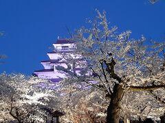 国道側の入り口から入って、鶴ヶ城です。