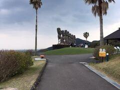サンメッセ日南 モアイ像が見えてきました。 入場料 800円