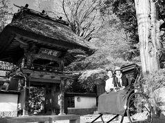 まずは佛山寺へ  JR「ななつ星」のグループも来られてました  写真は自分のiPhoneを渡して撮ってもらいます  レトロな感じにしてみました