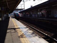 桜井駅から長谷寺への行き方は次の通りです。 桜井駅⇒長谷寺駅(近鉄大阪線急行・青山町行) 到着まで6分です。