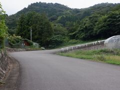 さらに緑の濃い山道、つづら折りの続く急坂を進むと人里離れた作礼山の頂上の58番仙遊寺が見えてきます。