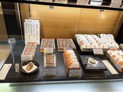 御菓子司萬勝堂さんで焼きたてみたらしで一服(奥に座れる席があります)。
