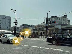 また車に乗り、こちらはJR奈良駅。 クラシックな駅舎も残っていますね。