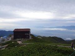 駒峰ヒュッテ。今年はコロナで休業です。ここに泊まれたら、全体の行程がもっと楽だったんだけど。