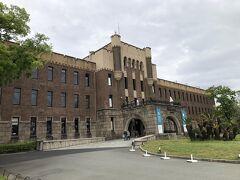 ミライザ大阪城です。  本館は、1931年に陸軍第四師団司令部庁舎として市民の寄付で建てられたもので、戦後は大阪市警視庁として、その後は大阪府警本部として使用されました。 内部を改装し、昭和35年から平成13年まで大阪市立博物館として親しまれてきましたが、2019年リニューアルされ、ショップやカフェ、レストランとして生まれ変わっています。  名前には「大阪の未来を担っていく場所になってほしい」という願いが込められているんだそうですが、コロナ禍の影響は甚大で、殆どのレストラン等は休業中でした。