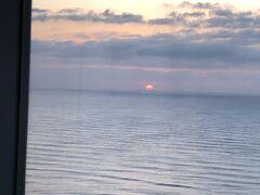 シェラトン・グランデ・オーシャンリゾートホテルの お部屋から見る朝日です