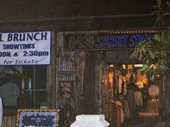 変わって、1998年のロサンゼルス ハウスオブブルースです。オーナーの一人は、映画ブルースブラザースに主演した故ジョン・ベルーシの兄で、俳優のジム・ベルーシです。食事をしなくても、バーカウンターがあるので、飲みながらブルースの生演奏を楽しむこともできます。ブルースが好きなので、ここへ行くのは絶対です。