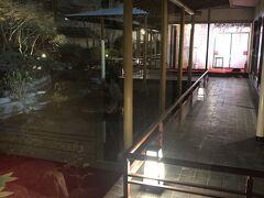 今回の宿は、鬼怒川温泉グランドホテル夢の季さん。 去年の夏にリニューアルしたらしく、とてもきれいでした。 写真は、庭園。