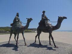 """御宿町'月の沙漠記念公園'です。 大正時代に活躍した詩人・抒情画家'加藤まさを'が作詞した童謡""""月の沙漠""""に登場するラクダに乗った王子と姫の銅像がありました。 童謡""""月の沙漠""""は御宿の海岸がモデルとなったそうです。"""