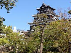 護国神社で参拝したら、広島城に向かいます。