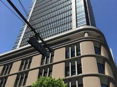 東京駅の目の前にそびえる丸ビル。
