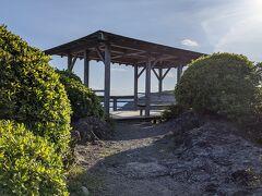 下田公園の最先端部にあるお茶ケ崎の展望台です。