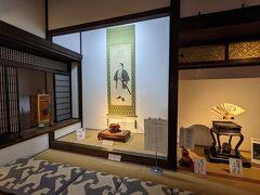 謁見の間とは文久三年(1863年)一月十五日、勝海舟が土佐藩主山内容堂に坂本龍馬の脱藩免罪を懇願した部屋のことで、当時のまま残されているというので見に来たのですが、部屋はすでになく床の間の一部が残されているだけでした。ちょっと拍子抜けでした。