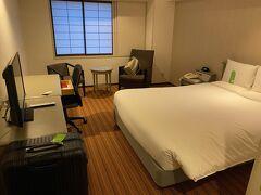 ウイルス検査の時間が読めなかったので、事前に空港近くのホテルを予約しておきました。