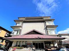今日のお宿は岳温泉にある「マウントイン」  古い旅館をリニューアルしたホテルです。