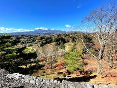 本丸から見える安達太良山。  いい景色だ。