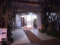 「沖縄美ら島ホッピング 3日間・13フライトツアー」の2日目の朝です。3月の6時台は、まだまだ暗いです。