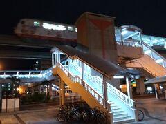 赤嶺駅より6:24発のゆいレールに乗車して、沖縄那覇空港に向かいます。
