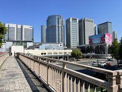 東京・品川 JR「品川」駅高輪口の写真。  歩道橋からパチリ。