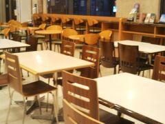 19時に東横イン熊本駅前にチェックイン いつもは多くのお客が一階フロア席は閑散とした状態 宿泊客も少ない様でした