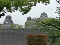 加藤神社へ行く途中から見えた熊本城 左から宇土櫓、小天守、大天守