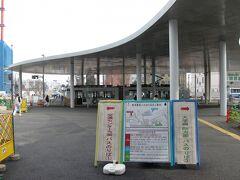 九州新幹線の乗り入れを前に、面目を一新した熊本市電の熊本駅前停留場。