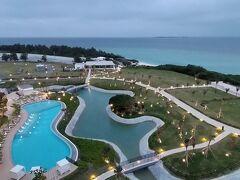 おはようございます!  沖縄瀬底島の朝です。  雲が・・・多いです(>_<)