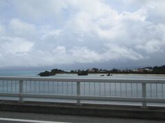 古宇利大橋を渡ります。