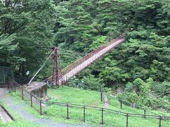 国道121号線を北上すると鬼怒川温泉へ。 鬼怒川温泉通り、少しだけ車を下りて観光。 滝見橋という吊り橋。
