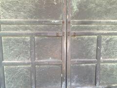 墓所門内部から見た 門の模様「青海波」波は永遠と続くので縁起が良いとされる