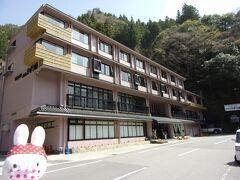 さて、祖谷渓では温泉も有名。 こちらのホテルではある乗り物に乗って温泉に浸かるようなんです。  ということで、ホテルかずら橋さんにやって来ました。