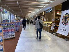 再び歩いて岡山駅へ。 まずは駅に隣接する駅ナカのショッピングモールのさんすて岡山へ。