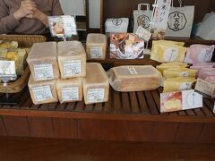 ●八天堂@JR三原駅界隈  食パンもあるのだとか…。 お店の人がお勧めしてくれました。 …が、ちょっと荷物になるので、今回は見送りました。 2点程購入しました。後ほど食べたいと思います。