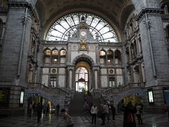 アントワープ中央駅。 駅と思えないくらい綺麗ですね。