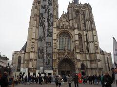 聖母大聖堂にきました。 大人6ユーロ。