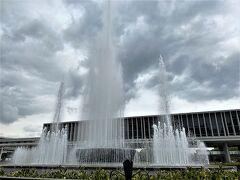 祈りの泉 噴水が迫力があります。